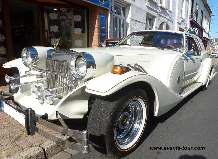 Belle voiture de mariage en Rolls Royce.