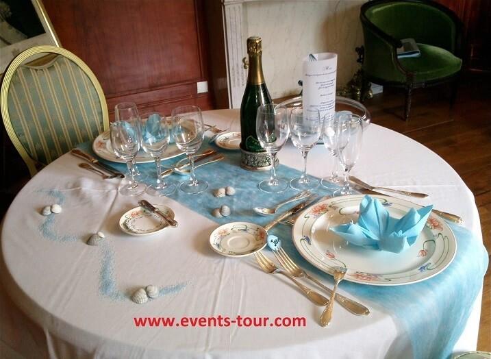 Décoration de table sur le thème de la mer.