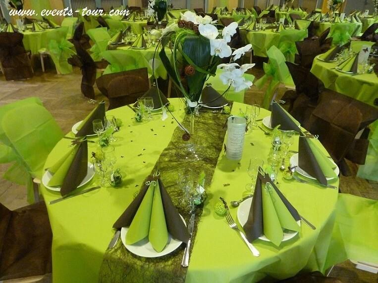 Décoration de table chocolat et vert anis.