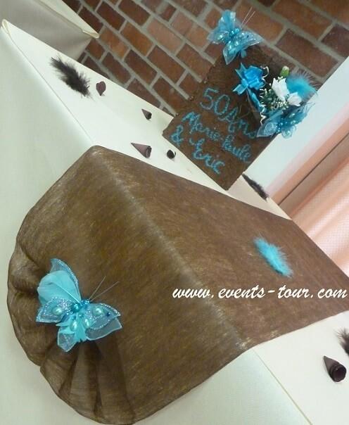 Finition éventail pour décoration de table festive.