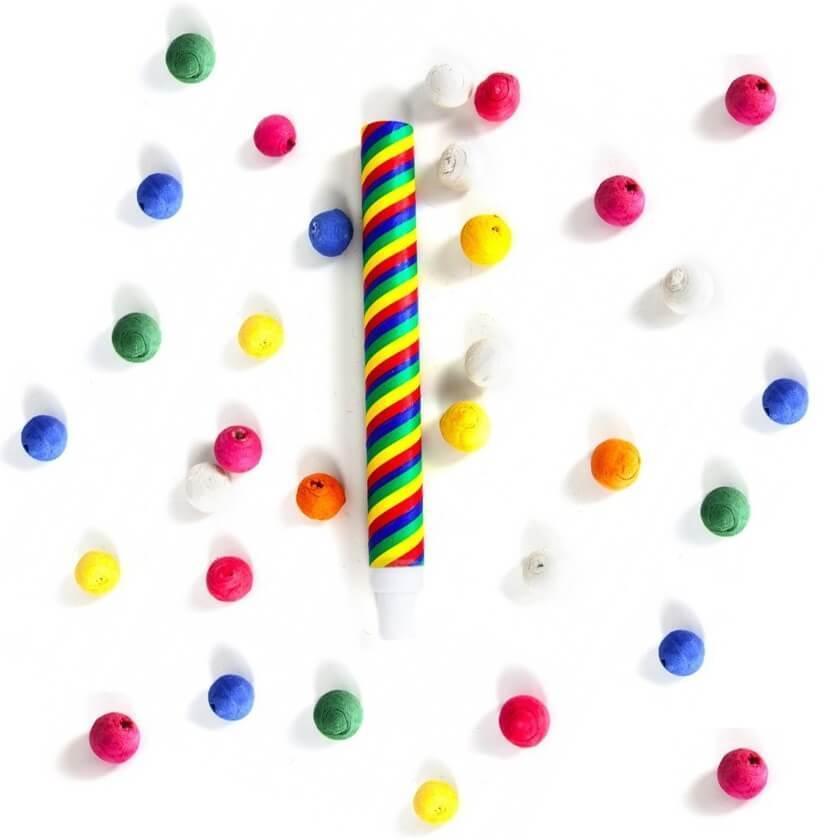 Article festif avec boule multicolore et sarbacane