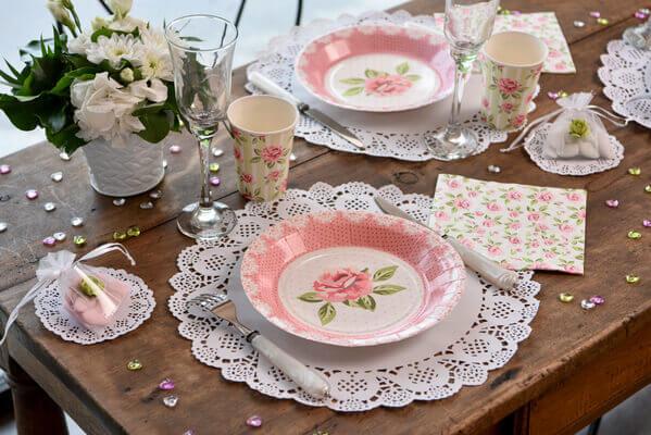Assiette avec des roses