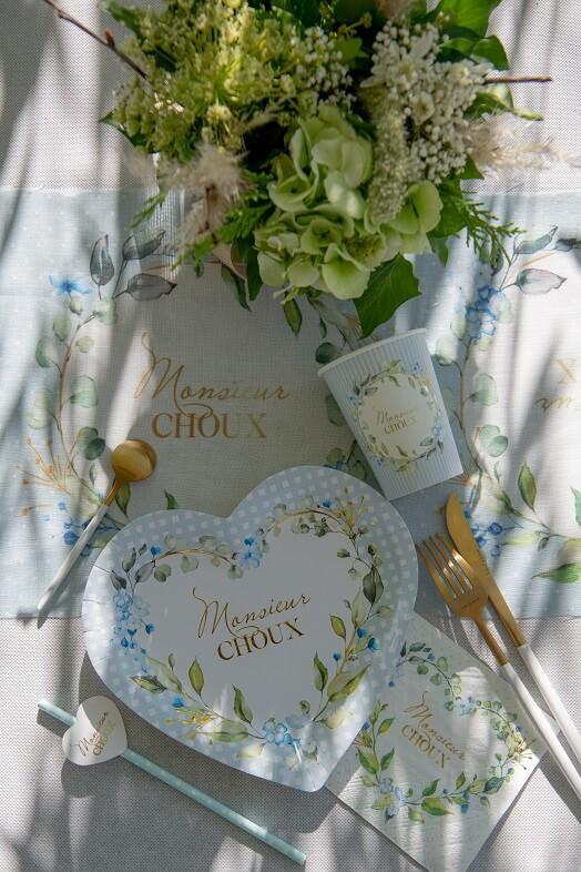 Assiette coeur baby shower bleu ciel avec fleur decorative