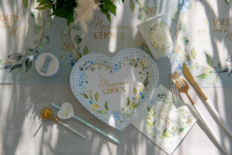 Assiette coeur baby shower bleu ciel fleurs decoratives