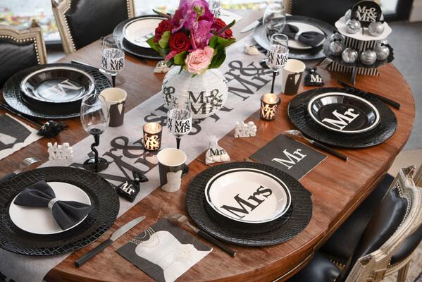 assiette mariage mr et mrs mrs x10 ref 4834. Black Bedroom Furniture Sets. Home Design Ideas