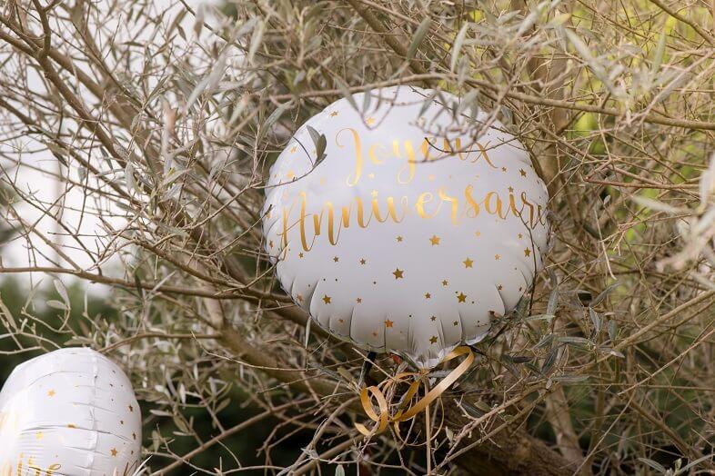 Ballon aluminium joyeux anniversaire blanc et or