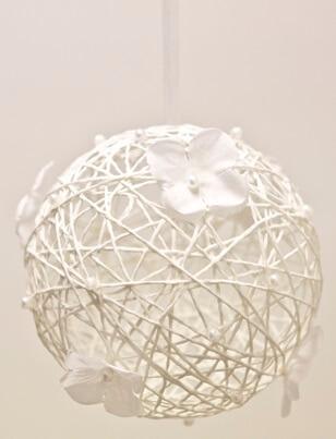Boule blanche avec fleur
