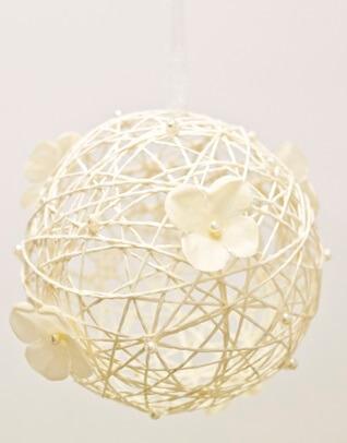 Boule ivoire avec fleur