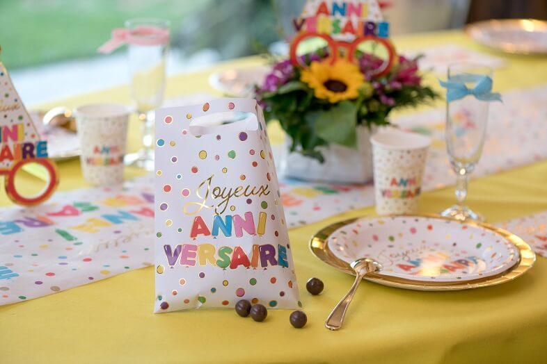 Cadeau bonbon enfant avec sac joyeux anniversaire multicolore