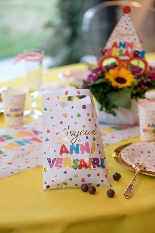 Cadeau bonbon enfant avec sachet joyeux anniversaire multicolore