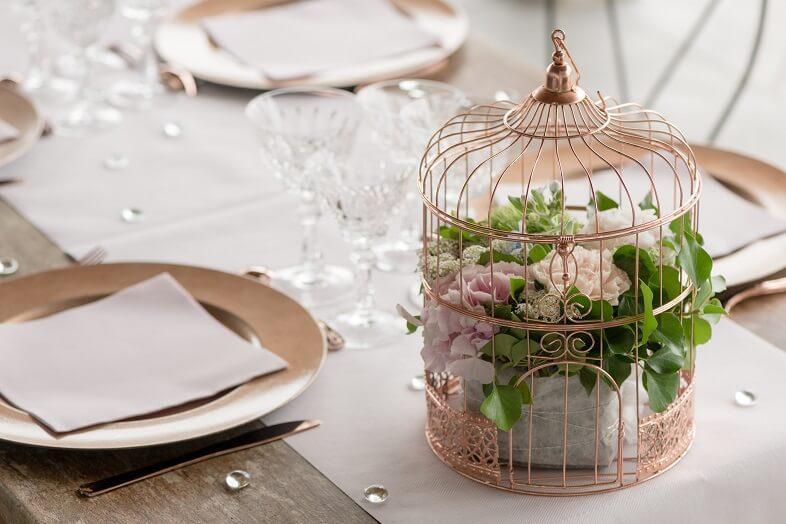 Centre de table avec tirelire urne rose gold metallique mariage
