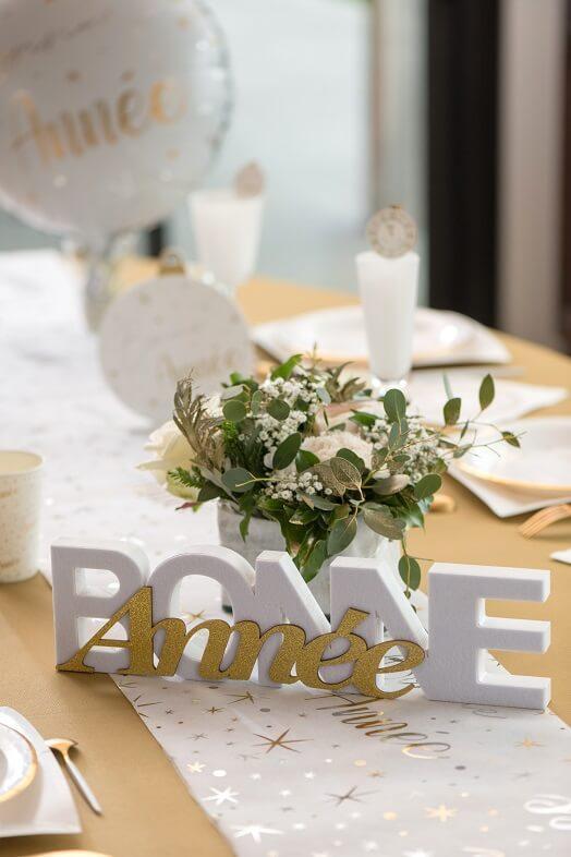Centre de table lettre en bois bonne annee blanc et or