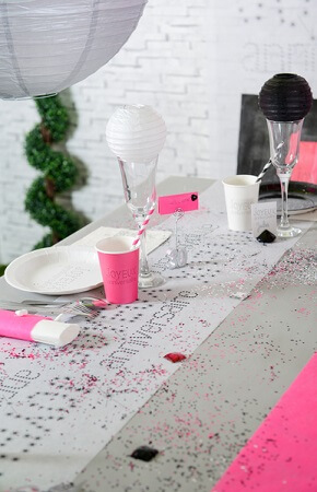 Chemin de table anniversaire blanc 2