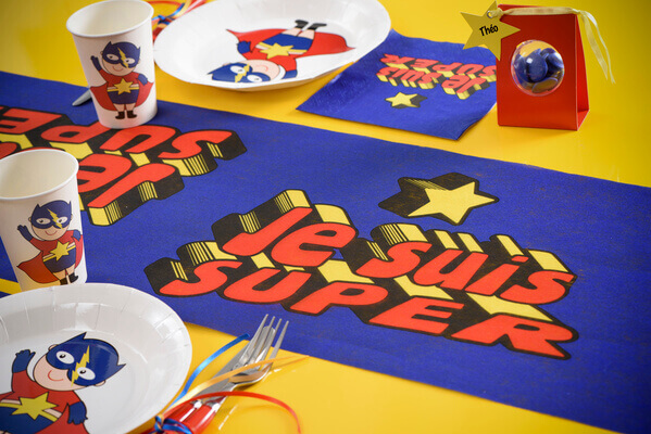 Chemin de table anniversaire super heros 1