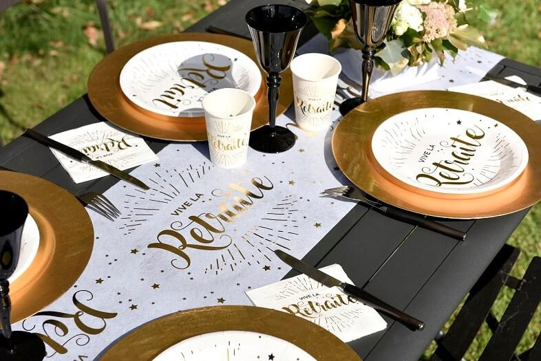 Chemin de table elegant blanc et or metallique vive la retraite