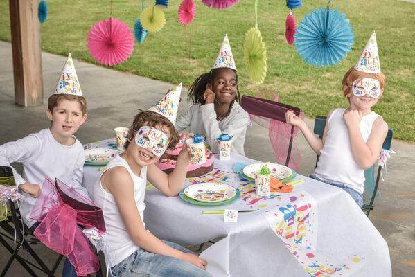 Chemin de table joyeux anniversaire festif 1