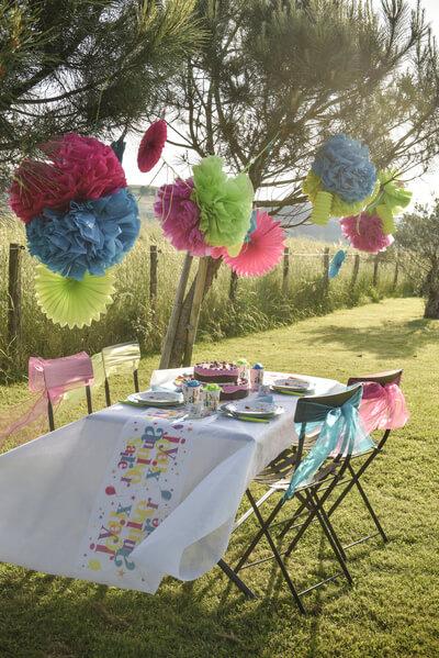 Chemin de table joyeux anniversaire festif 3