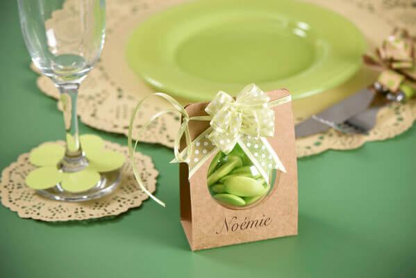 Confection de dragee avec noeud vert