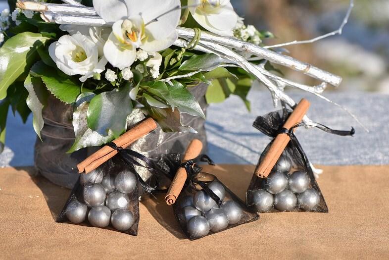 Confection de dragee avec sachet organdi noir