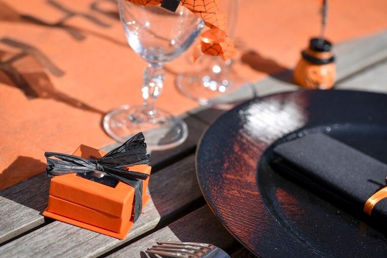 Confection de dragee noir et orange