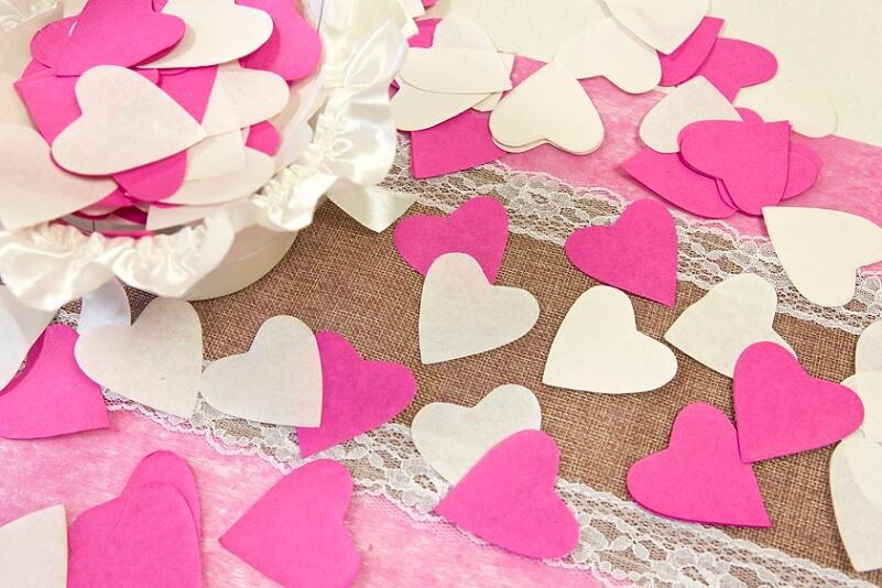 Confettis coeurs fuchsia pour sortie eglise mariage