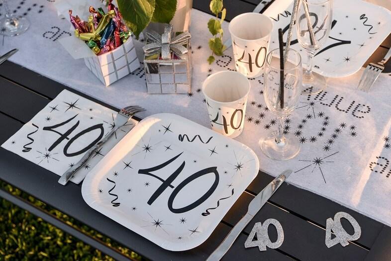 Confettis de table 40 ans blanc et noir