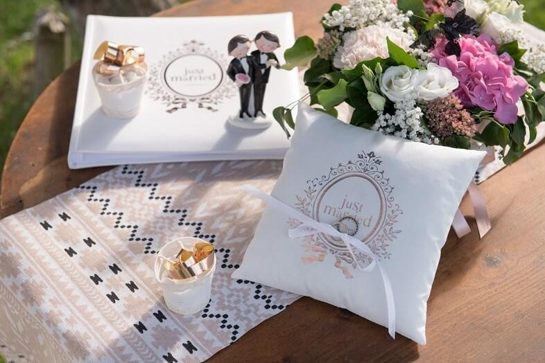 Coussin decoratif mariage just married blanc et rose gold