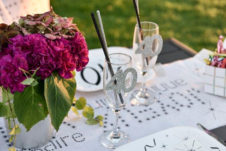 Decoration anniversaire 40ans avec confettis de table