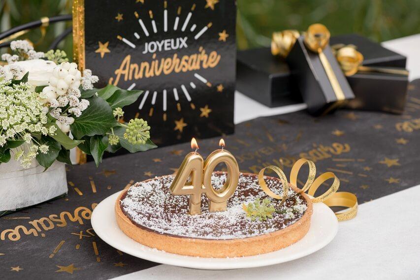 Decoration anniversaire avec lien bobine ruban bolduc dore