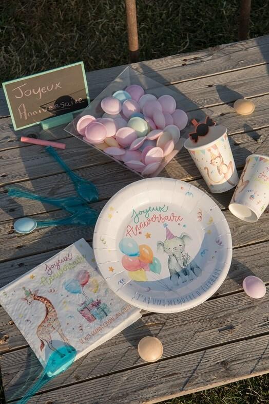 Decoration anniversaire enfant avec gobelet zoo en carton multicolore