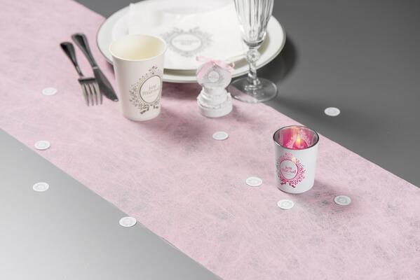 Decoration avec chemin de table fanon rose