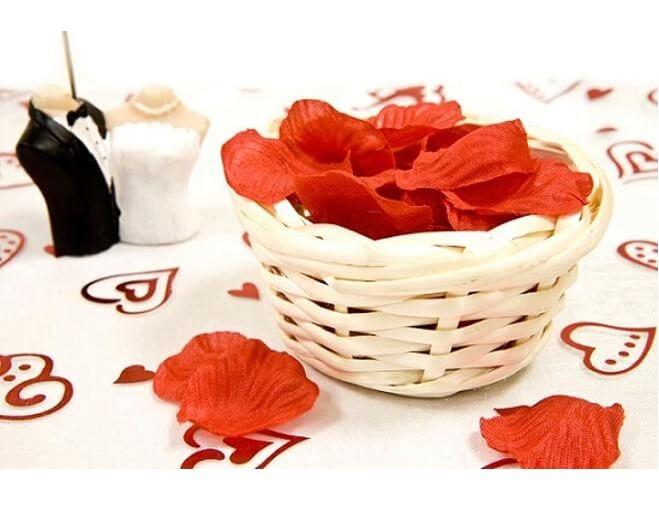 Decoration avec contenant panier en osier