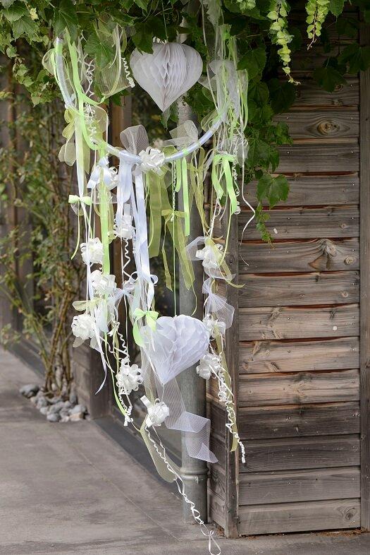 Decoration avec noeud automatique blanc