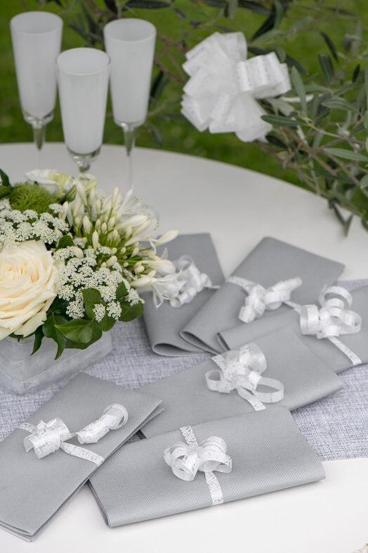 Decoration avec serviette de table argentee