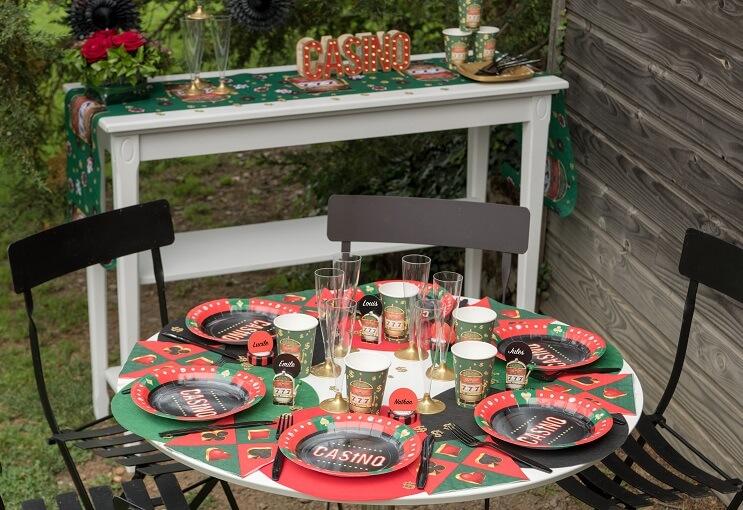 Decoration avec set de table rond rouge