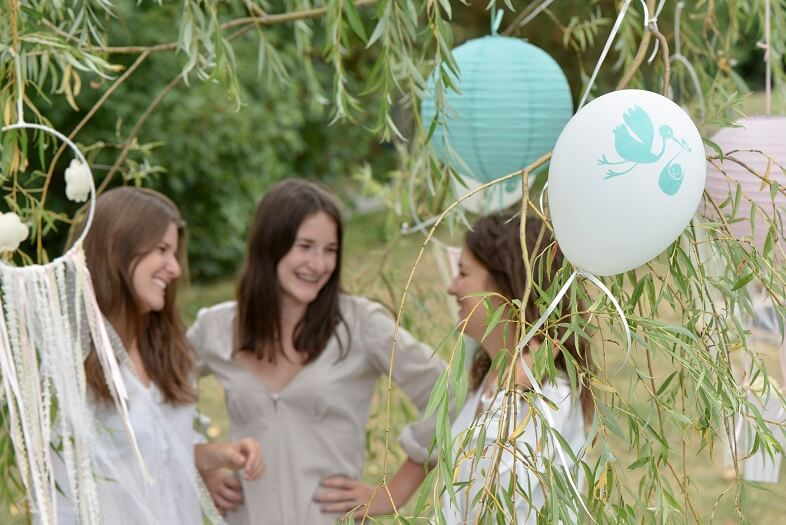 Decoration ballon blanc et vert en latex baby shower