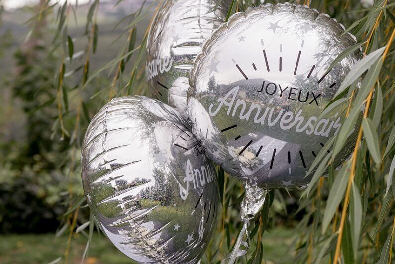 Decoration ballon joyeux anniversaire argent metallique en aluminium