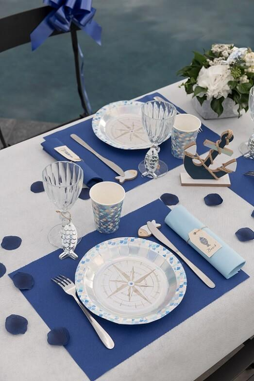 Decoration bleu marine avec chemin de table airlaid