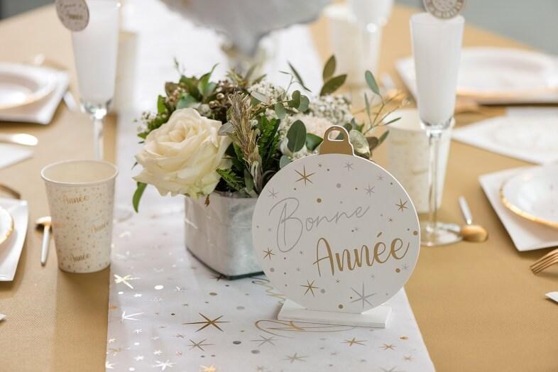 Decoration centre de table en bois blanc or et argent