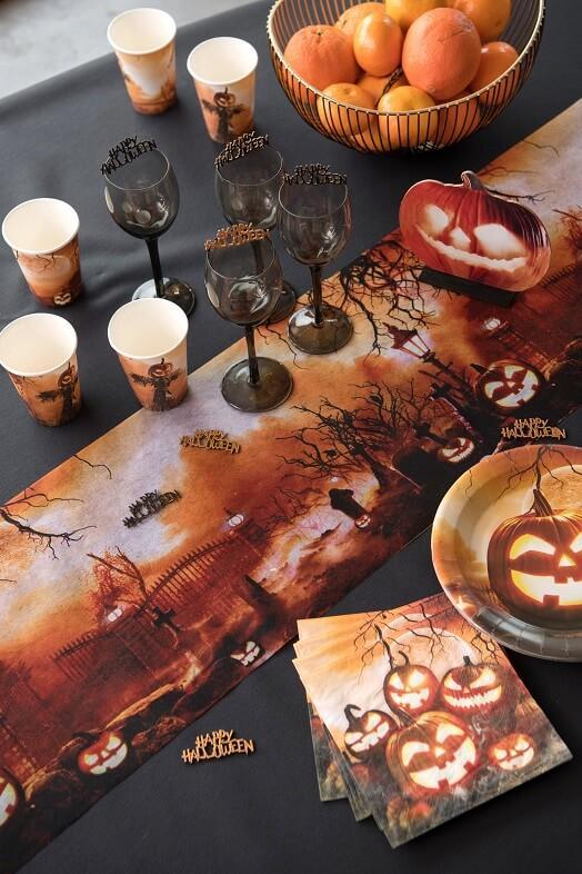 Decoration chemin de table halloween cimetiere et citrouille