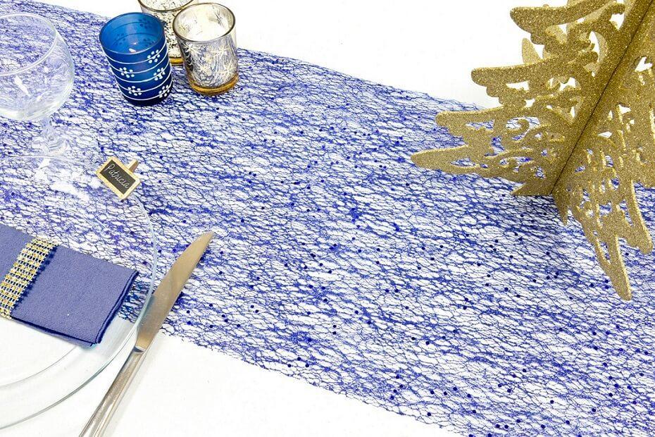 Decoration chemin de table tulle bleu marine paillete