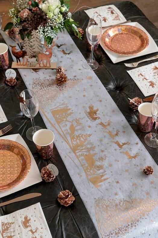 Decoration chemin de table village de noel blanc et rose gold