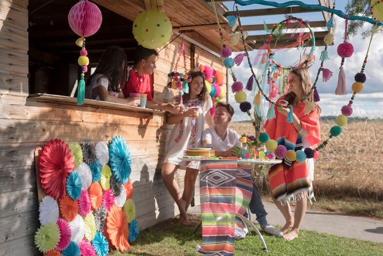 Decoration de fete avec pompon