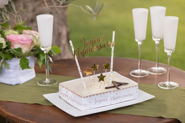 Decoration de gateau anniversaire blanc et or