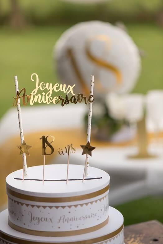 Decoration de gateau anniversaire or et blanc
