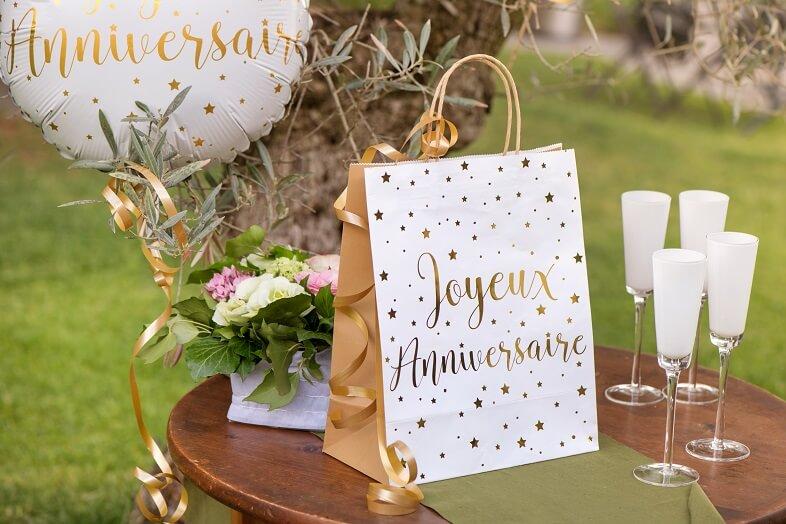 Decoration de livre avec bolduc or