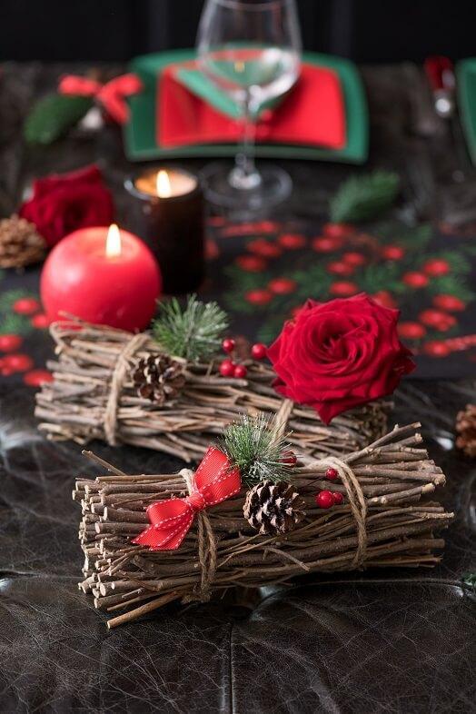 Decoration de noel avec fagot de bois