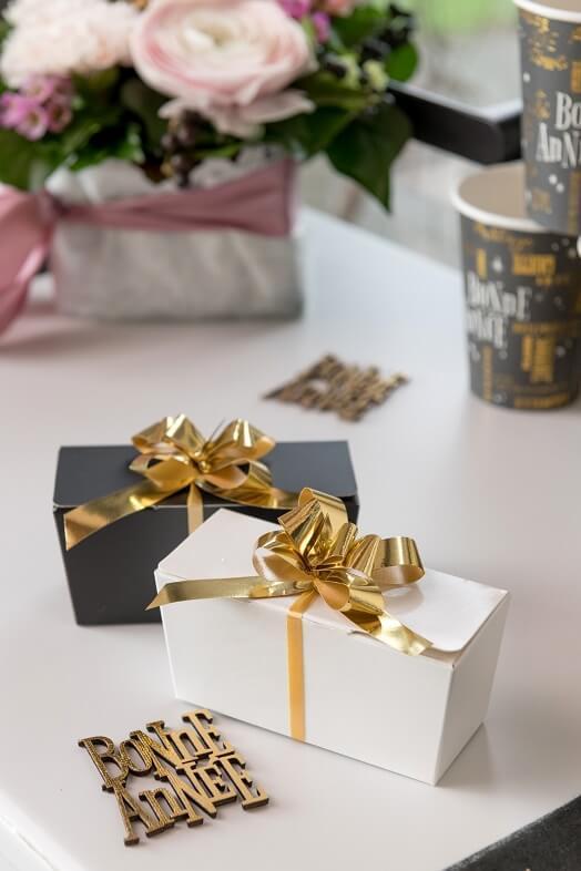 Decoration de noel avec noeud automatique dore