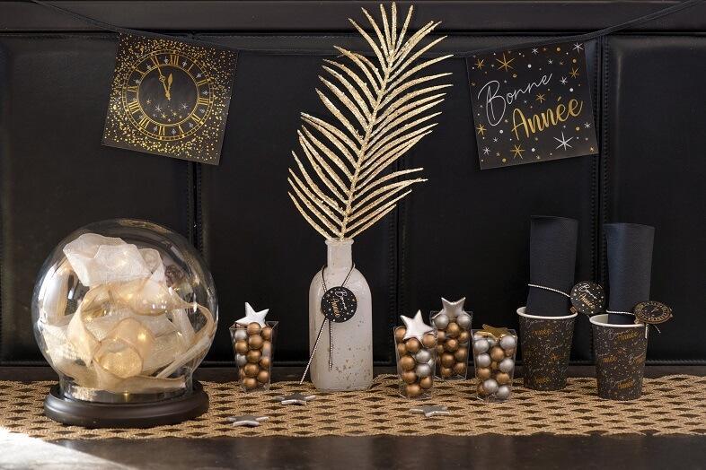Decoration de salle nouvel an horloge avec guirlande noire
