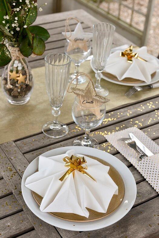 Decoration de serviette avec noeud automatique dore